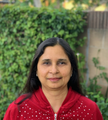 Photo of Neera Saxena